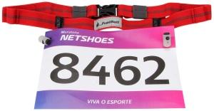 Exemplo de uso do cinto porta número de peito para corrida de rua